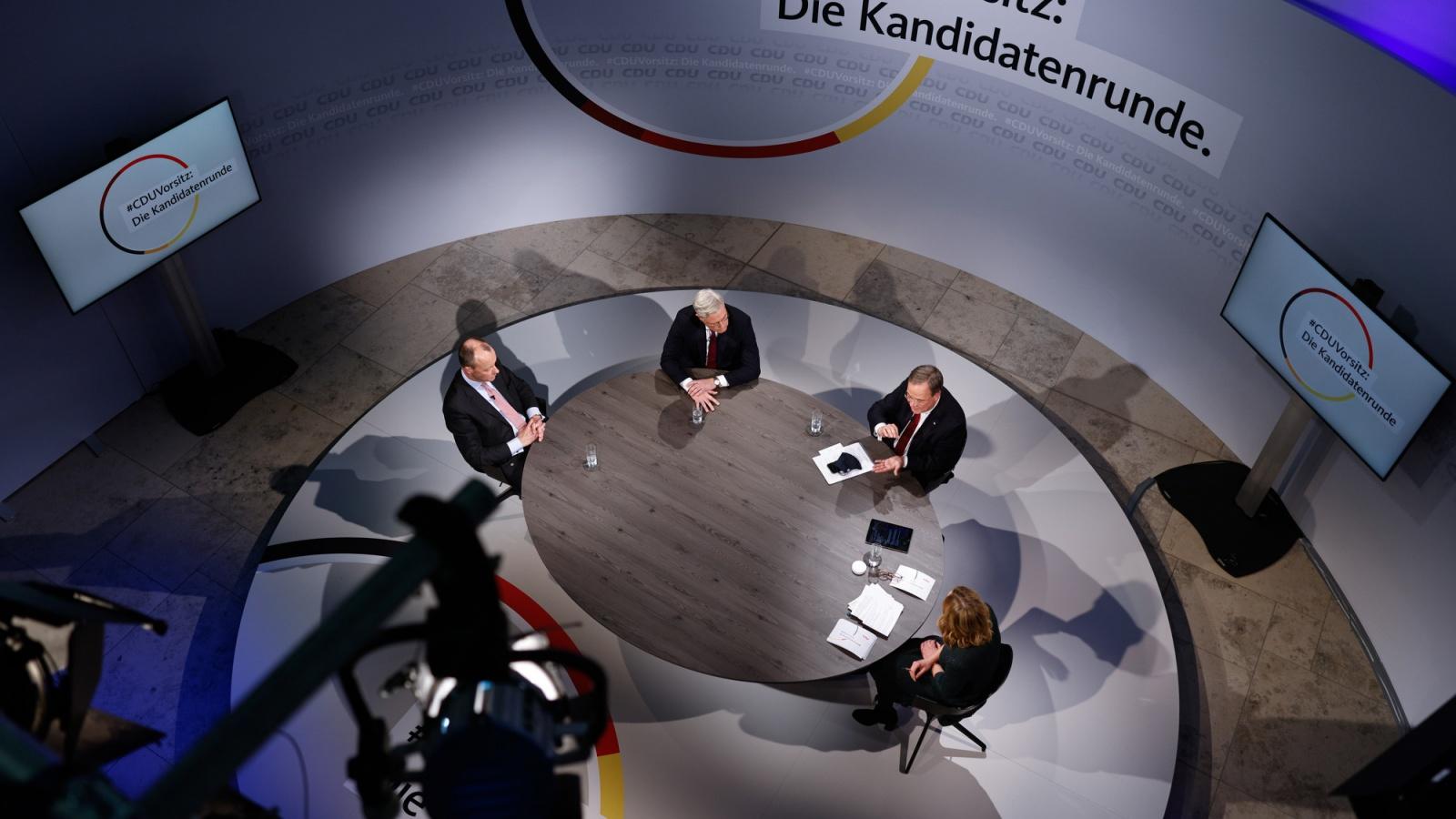 Live Aus Dem Kah Kandidatenrunde Ii Mit Den Drei Bewerbern Um Den Cduvorsitz 33 Parteitag Der Cdu Deutschlands