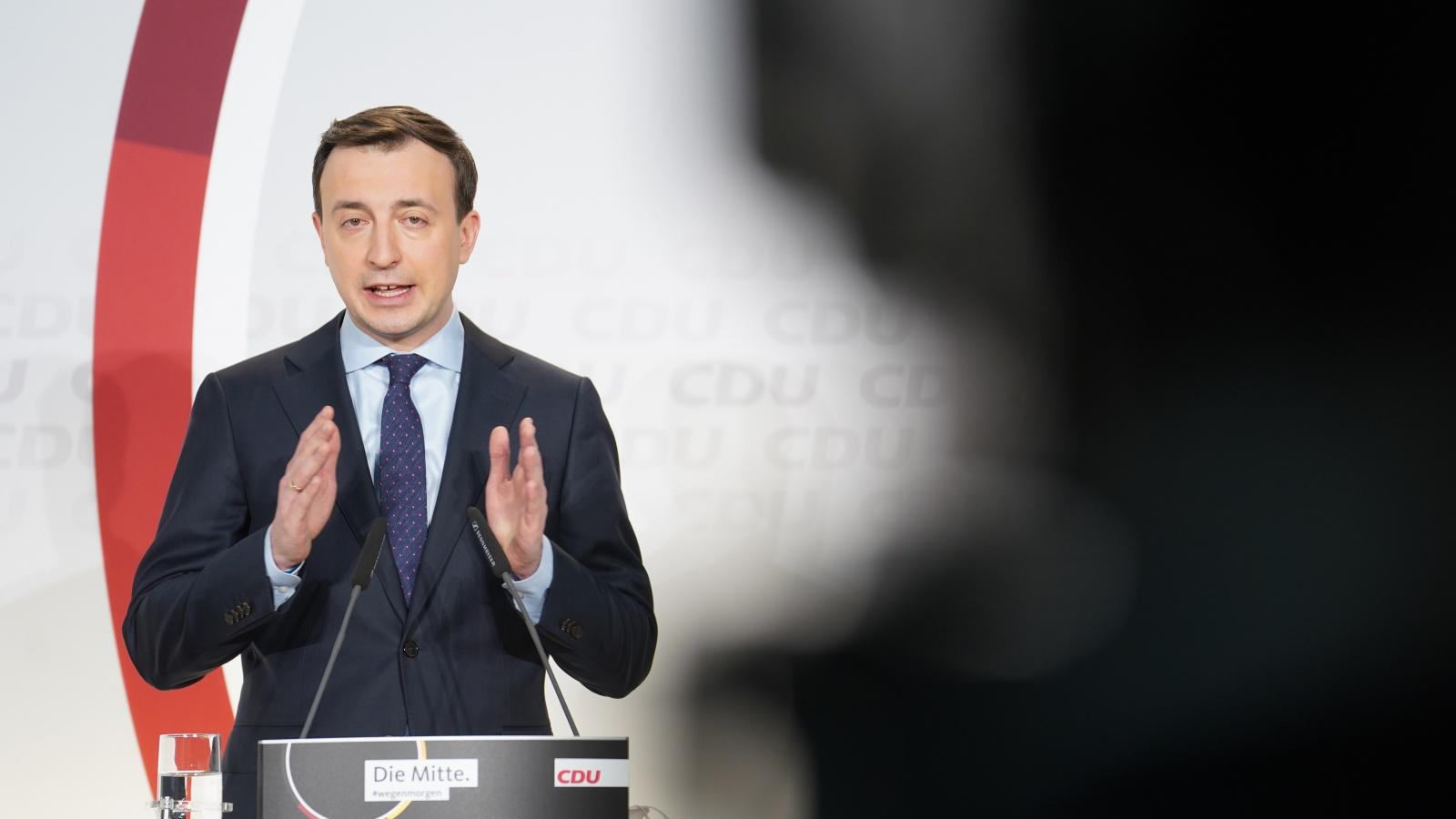 """""""So wichtig ein Parteitag auch ist, noch wichtiger ist die aktuelle Corona-Lage für die Menschen im Land"""" sagte Paul Ziemiak zum Auftakt der Pressekonferenz"""