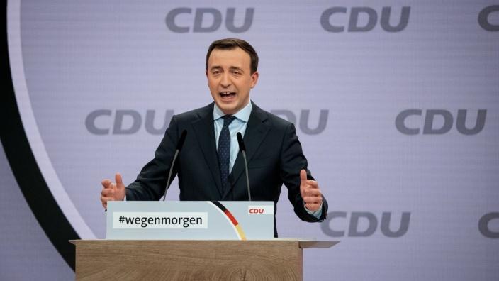 CDU-Generalsekretär Paul Ziemiak während seiner Einführung in den Antrag des Bundesvorstands an den 33. Parteitag